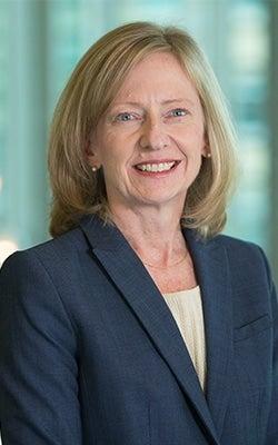 Julie Rakes Headshot